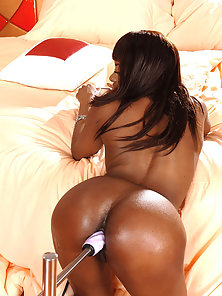 Horny Ebony Jasmine Rides Fucking Machine till Reach Orgasm