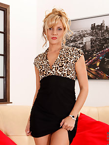 Classy milf Zlata stuffs two fingers deep in her matured pussy