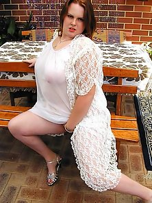 Amateur Fat Girl Posing and Teasing in a Bench