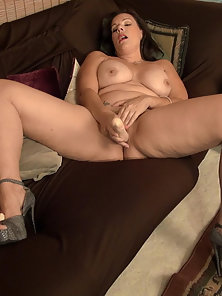 Curvy mature woman masturbating using sex toys