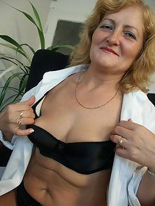 Mature granny shows off her puffy pussy and big tits