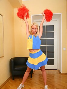 Innocent teenie cheerleader Ania is ass riding big monster shlong