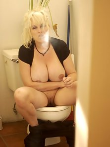 Huge Tit Smoking Porn - Smoking Huge Tits Blonde Babe in the Bathroom Spreading ...
