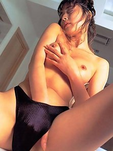 Curly Japanese Ari Andoh showing her sexy body