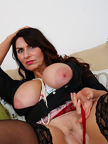 Mature lady shows off her body