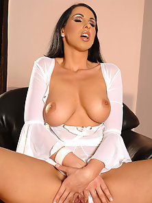 Lisa Sparkle Striptease Her White Outfit and Oils up Her Figure on Cam