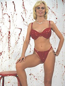 Blond mature lifting her massive juicy melons