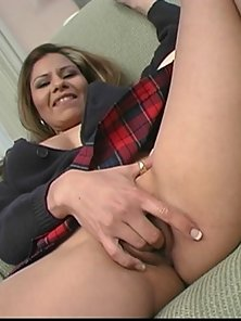 Justine makes her pink pussy gush like a fountain