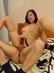 Amateur Asian chick gets her hairy pussy drilled good