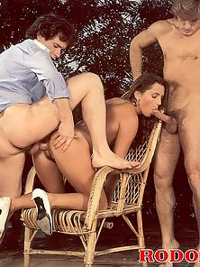 Mom in naughty MMF action