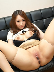 Splendid Beauty Akari Niiyama in Black Thong Shows Shaved Pussy