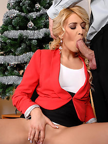 Blonde Babe with Stimulation Gives Blowjob to Her Boss on Xmas