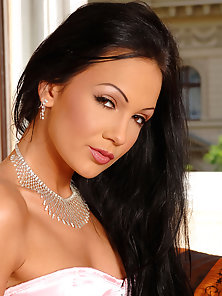 Gorgeous Brunette Regina Moon in High Heels Fingering Wet Hole