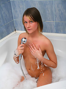 Passionate teen girlie takes hot bath and plays with dildo