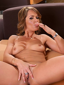 Sexy milf gives an amazing blowjob