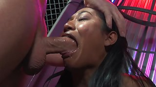 Young Dude Fucks Stunning Brunette Chick in Mouth