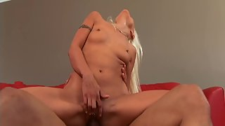Mature Dude Fucking Lovely Blonde Pussy Until She Reach Orgasm