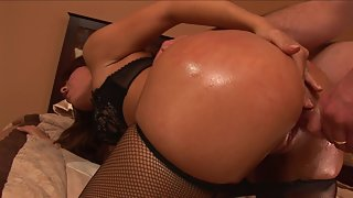 Round Ass Babe Gets her Shaved Twat Banged From Behind